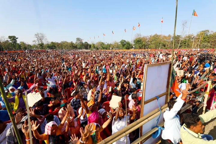 ‪Great enthusiasm at a Public meeting in Kaliabor (Assam). ‬  ‪Congress and AIUDF have 'unholy nexus' in Assam. Congress is indulge in votebank politics and can not work for the development of state.‬  ‪People of Assam are all set to bless NDA alliance in the Lok Sabha election.‬
