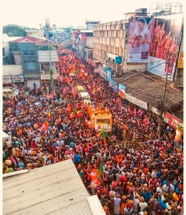 ‪Amazing atmosphere at a road show in Pathanamthitta, Kerala.‬  ‪Have a look a these pictures. #IndiaWantsModiAgain ‬