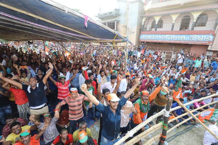 Time up for Mamata Didi.  Have a look a these pictures from a public meeting in Rajarhat, North 24 Parganas, West Bengal.