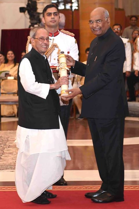 Congratulations to former President of India, Shri Pranab Mukherjee ji on being conferred with Bharat Ratna.  He is a leader par excellence who has served the nation with utmost dedication and commitment.   Pranab da's knowledge and experience has benefited the nation greatly.