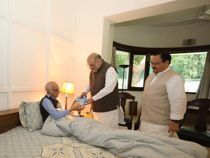 Met Shri Jagmohan Malhotra ji, former Governor of Jammu & Kashmir as part of BJP's nationwide Sampark and Janjagran Abhiyaan, to spread awareness about the benefits of abrogating Article 370 & 35A, a historic decision, by PM Shri Narendra Modi ji.