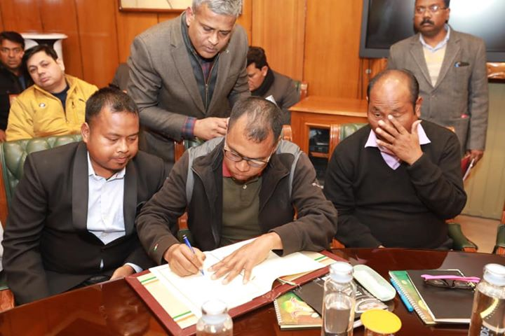 Big congratulations to my tribal brothers and sisters from Bru-reang community. ‬ ‪Today, an agreement was signed between Govt of India, State government's of Tripura and Mizoram, Bru-Reang representatives to end a long pending 23 year old refugee crisis which affected 34000 people.  Bru-Reang refugees will be settled in Tripura and Modi government will give a package of Rs 600 Cr for the rehabilitation process and their all round development. They will get rights on par with normal residents of Tripura and will also get benefit of various social welfare schemes.  Each displaced family will get a residential plot, FD of Rs 4 lakh, free ration and Rs 5000 cash aid per month for 2 years. An aid of Rs 1,50,000 will be given to build their house. Land will be provided by government of Tripura under the agreement.  I thank and congratulate Prime Minister Shri @NarendraModi ji for this historic agreement.   ‪Under his dynamic leadership, Modi government has been able to find a permanent solution to this long standing issue of rehabilitation of Bru-Reang refugees.