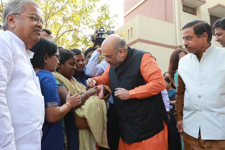 On Pulse Polio Day 2020, gave vaccine to children in Hubli, Karnataka.‬  ‪Modi government is committed towards a healthy & bright future of every child.‬  ‪I urge all parents to not compromise with their child's health and ensure their vaccination on time.