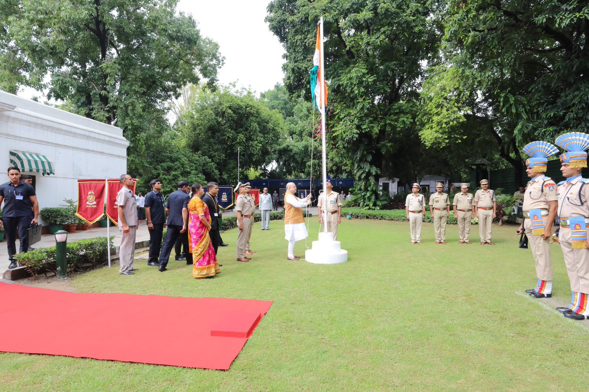 Celebrated Independence Day at residence. #स्वतंत्रतादिवस https://t.co/7YiusdnSqi