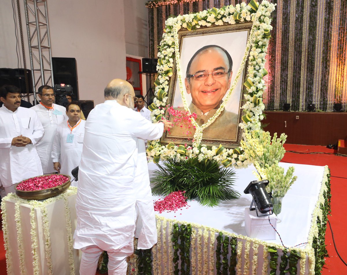 Arun Jaitley ji was a remarkable leader, who left a lasting impression on Indian polity with his extensive knowledge and vast experience. His selfless contribution to nation and party will always be remembered. https://t.co/yUswqhXx3V